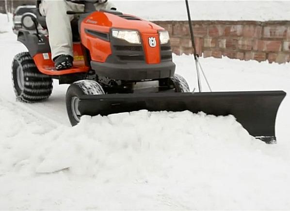 Лопата fiskars облегченная для уборки снега